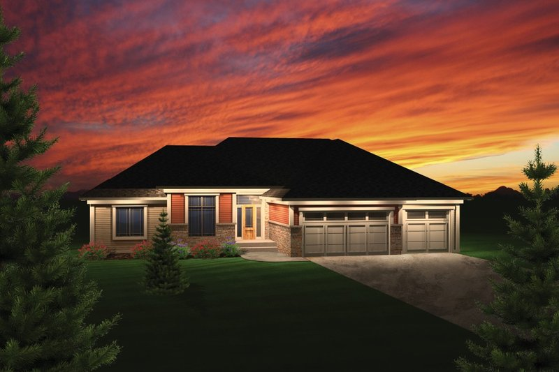 Traditional Exterior - Front Elevation Plan #70-1082 - Houseplans.com