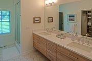 Craftsman Style House Plan - 4 Beds 2.5 Baths 2360 Sq/Ft Plan #901-138 Interior - Master Bathroom