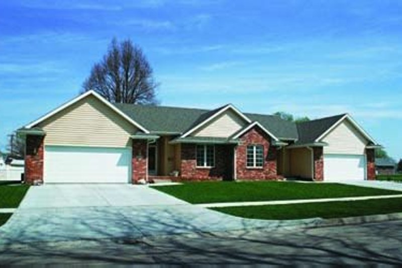 Traditional Exterior - Front Elevation Plan #20-392 - Houseplans.com