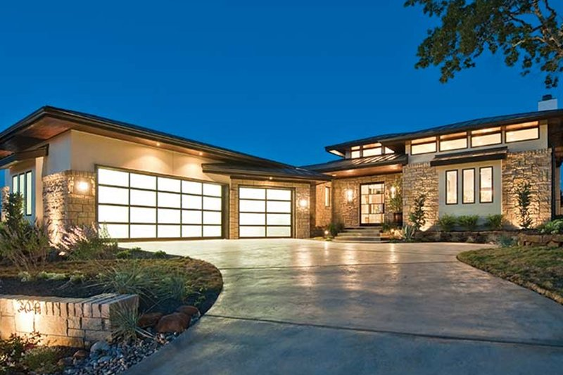 Contemporary Exterior - Front Elevation Plan #935-5 - Houseplans.com