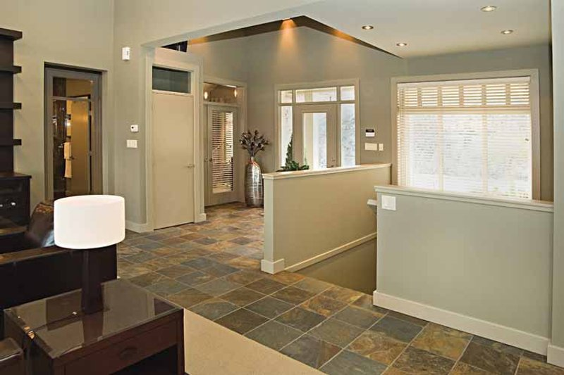 Craftsman Interior - Entry Plan #929-872 - Houseplans.com