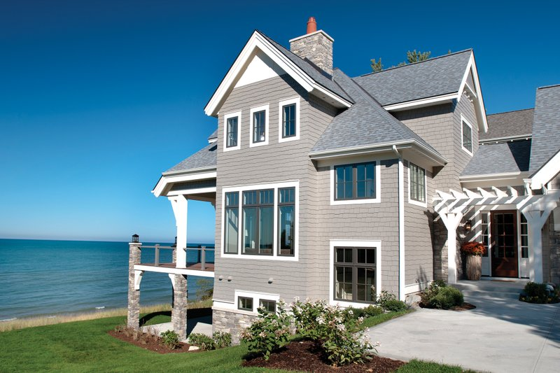 Traditional Exterior - Front Elevation Plan #928-11 - Houseplans.com