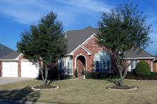 Dream House Plan - Traditional Exterior - Front Elevation Plan #84-196