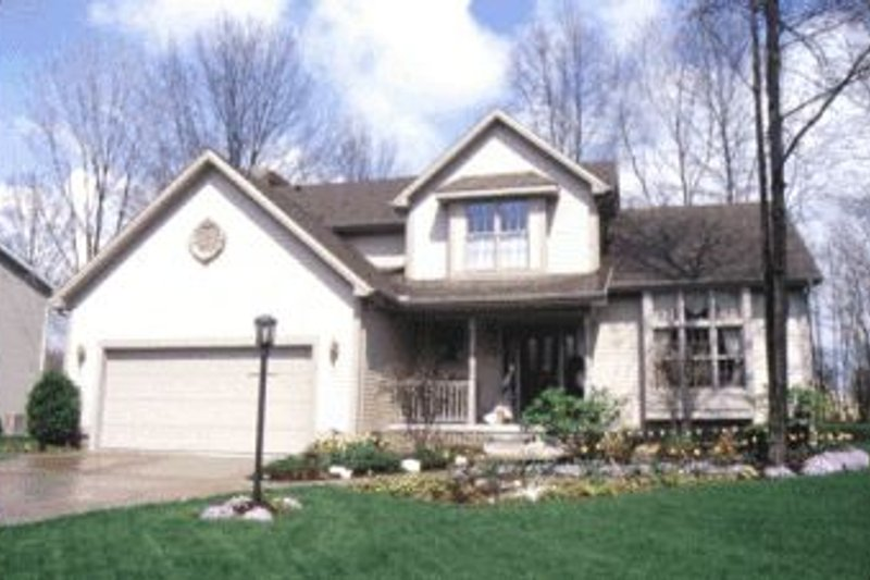 Traditional Exterior - Front Elevation Plan #20-582 - Houseplans.com