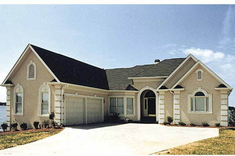 Traditional Exterior - Front Elevation Plan #453-522 - Houseplans.com