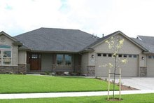 Ranch Exterior - Front Elevation Plan #124-283