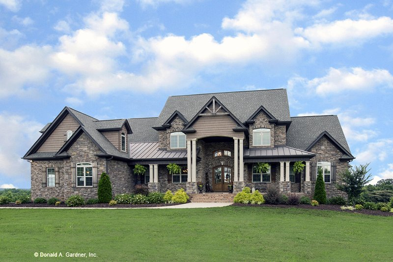 Craftsman Style House Plan - 3 Beds 3.5 Baths 3647 Sq/Ft Plan #929-361 Exterior - Front Elevation