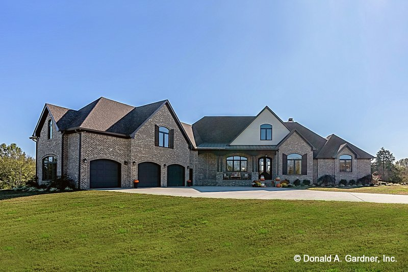 Dream House Plan - Traditional Exterior - Front Elevation Plan #929-1042
