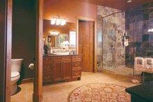 Craftsman Interior - Master Bathroom Plan #942-16