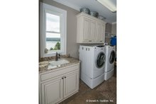 Craftsman Interior - Laundry Plan #929-26