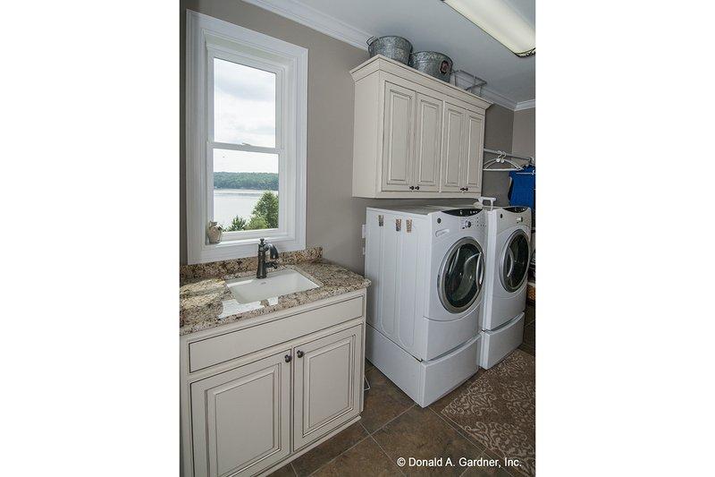 Craftsman Interior - Laundry Plan #929-26 - Houseplans.com