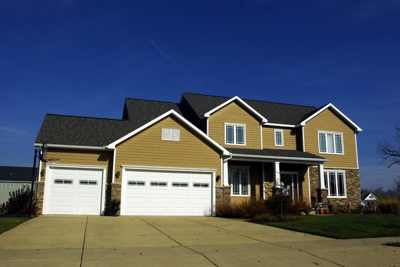 Craftsman Style House Plan - 4 Beds 3.5 Baths 2646 Sq/Ft Plan #20-2122 Exterior - Front Elevation