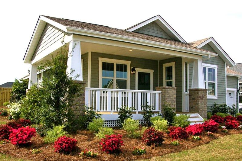 Dream House Plan - Craftsman Exterior - Front Elevation Plan #461-54