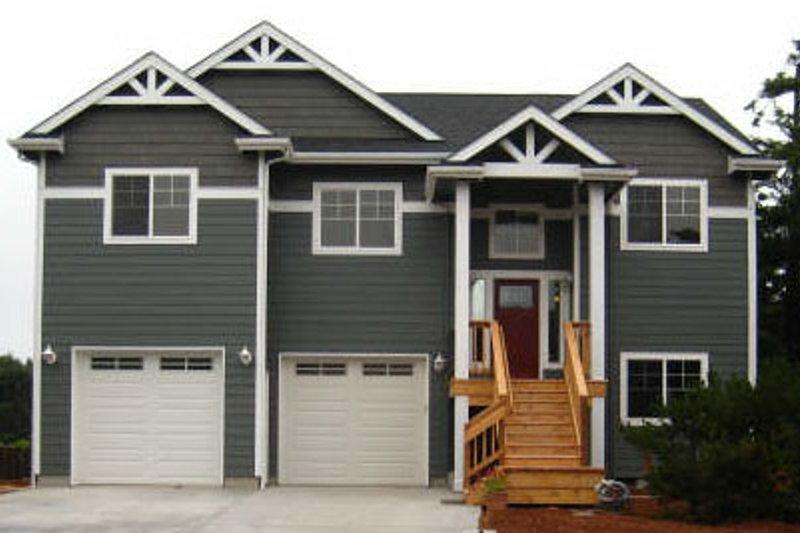Craftsman Exterior - Front Elevation Plan #124-825