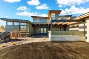 Contemporary Style House Plan - 4 Beds 4.5 Baths 4021 Sq/Ft Plan #892-30 Exterior - Front Elevation