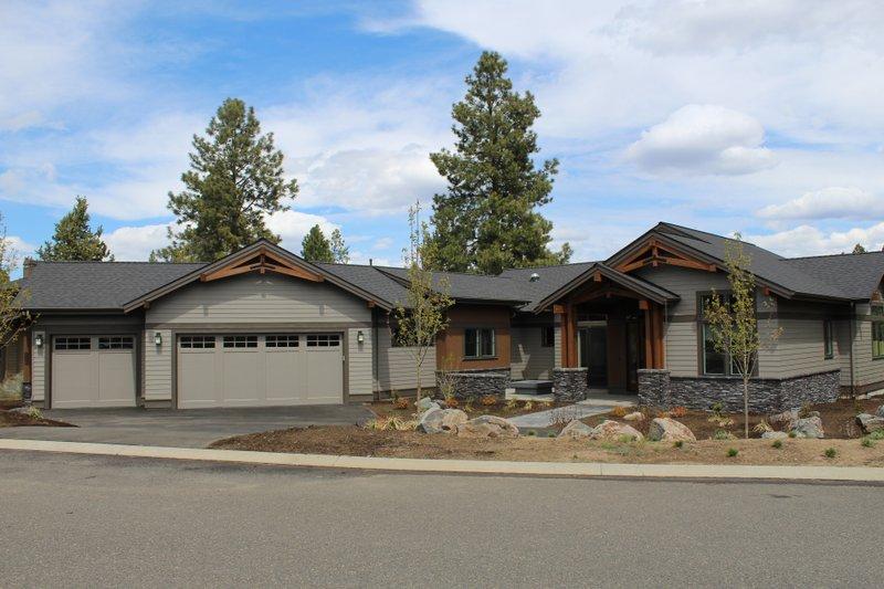 Dream House Plan - Craftsman Exterior - Front Elevation Plan #895-123