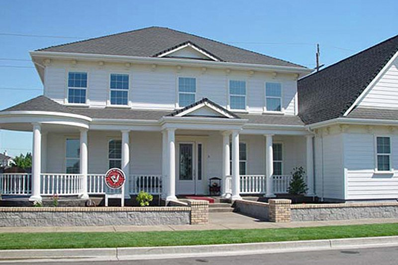 House Design - Colonial Exterior - Front Elevation Plan #124-499