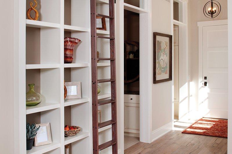 Traditional Interior - Entry Plan #928-11 - Houseplans.com
