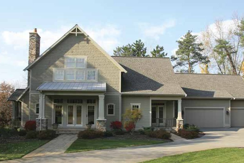 Traditional Exterior - Front Elevation Plan #928-128 - Houseplans.com