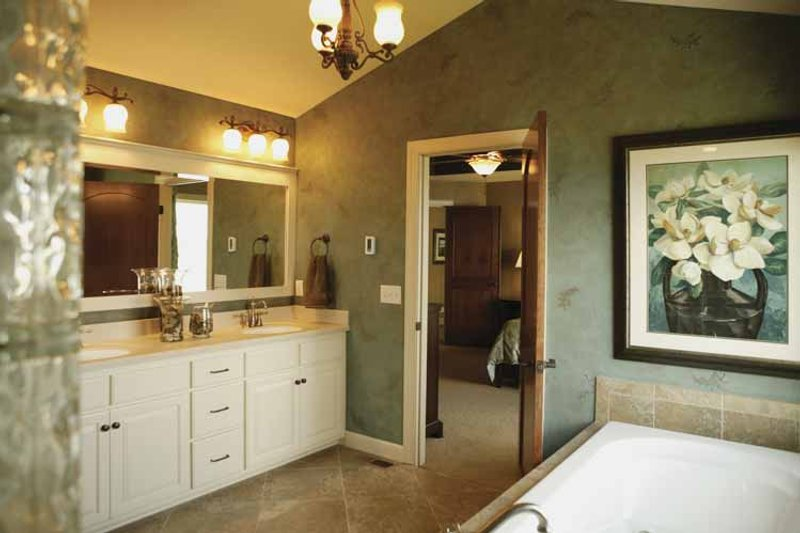 Traditional Interior - Master Bathroom Plan #320-990 - Houseplans.com