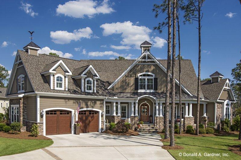 Craftsman Style House Plan - 4 Beds 3 Baths 3335 Sq/Ft Plan #929-920