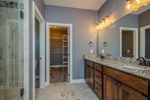 Ranch Interior - Master Bathroom Plan #70-1484