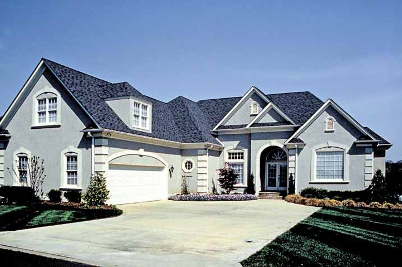 Dream House Plan - Traditional Exterior - Front Elevation Plan #453-532