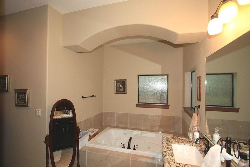 Ranch Interior - Master Bathroom Plan #140-149 - Houseplans.com
