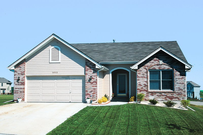 Architectural House Design - Traditional Exterior - Front Elevation Plan #20-109