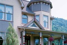 Victorian Exterior - Front Elevation Plan #1014-25