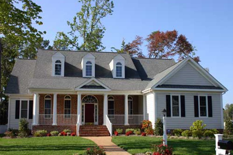 Colonial Exterior - Front Elevation Plan #927-603 - Houseplans.com