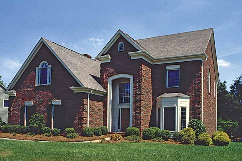 Dream House Plan - Traditional Exterior - Front Elevation Plan #453-514