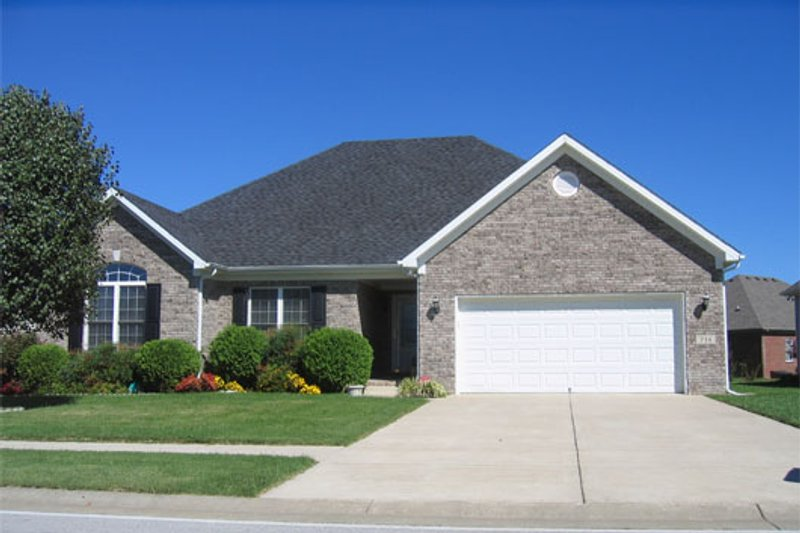 Ranch Style House Plan - 3 Beds 3 Baths 1620 Sq/Ft Plan #412-132 Exterior - Front Elevation