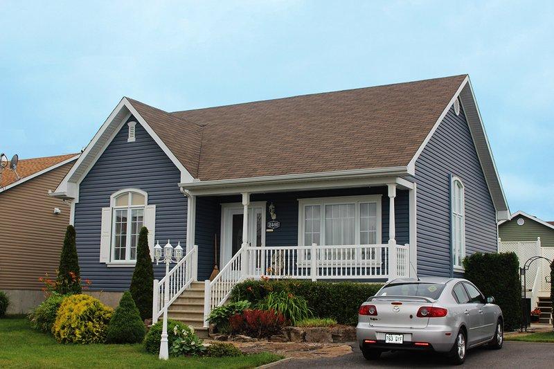 Cottage Exterior - Front Elevation Plan #23-685