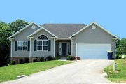 Traditional Style House Plan - 3 Beds 2 Baths 1445 Sq/Ft Plan #412-101 Exterior - Front Elevation