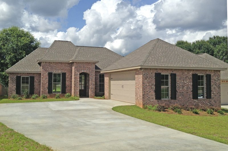 European Style House Plan - 3 Beds 2 Baths 1694 Sq/Ft Plan #430-98 Exterior - Front Elevation