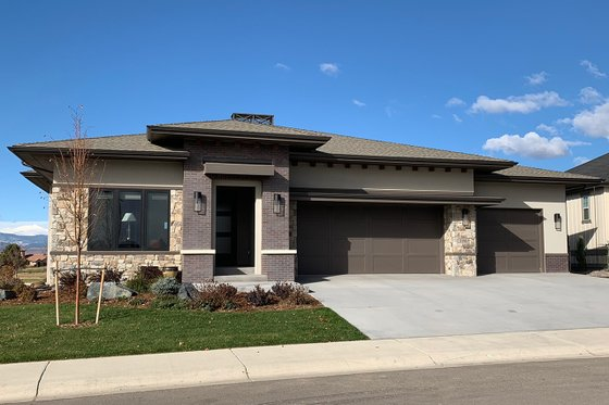 Ranch Exterior - Front Elevation Plan #1069-6