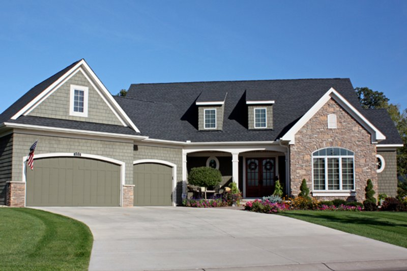 Traditional Style House Plan - 3 Beds 3.5 Baths 2971 Sq/Ft Plan #51-436 Exterior - Front Elevation