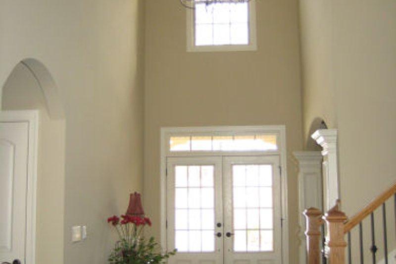 Craftsman Interior - Entry Plan #437-3 - Houseplans.com