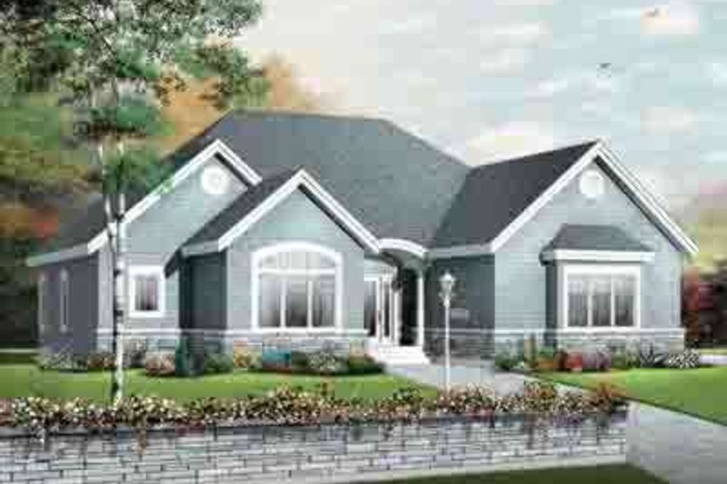 Traditional Exterior - Front Elevation Plan #23-647 - Houseplans.com