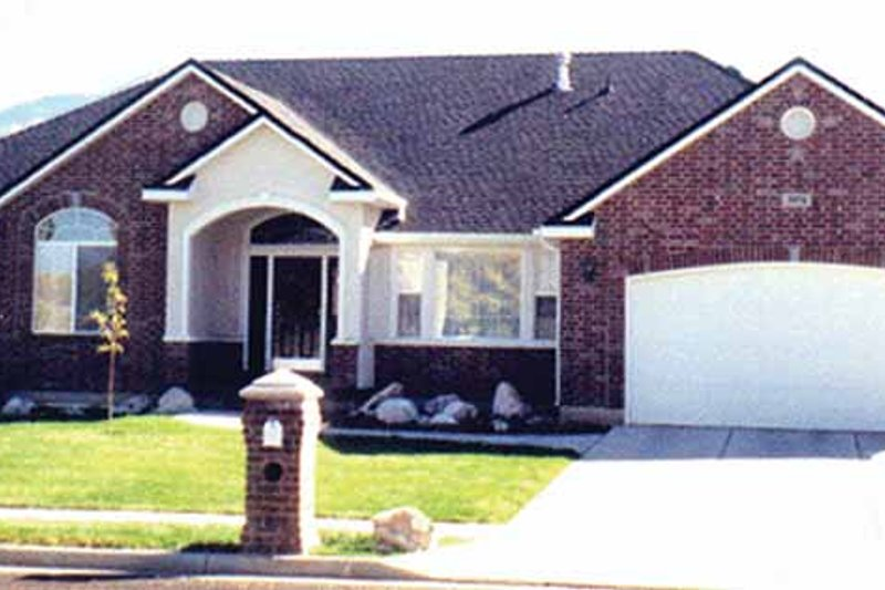 Ranch Exterior - Front Elevation Plan #945-17