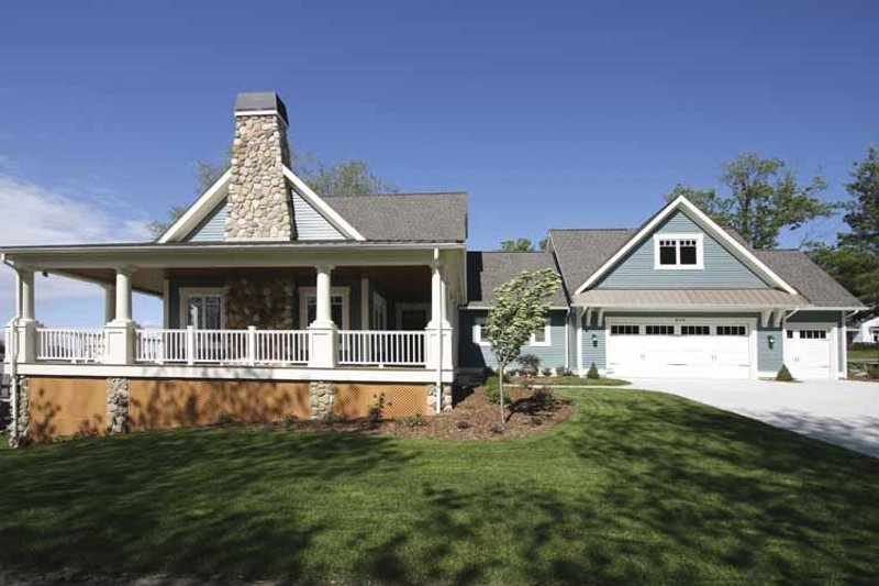 Traditional Exterior - Front Elevation Plan #928-44 - Houseplans.com
