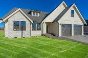 Farmhouse Style House Plan - 4 Beds 3 Baths 2286 Sq/Ft Plan #1070-127