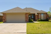 Traditional Style House Plan - 3 Beds 2 Baths 1474 Sq/Ft Plan #65-460 Exterior - Front Elevation