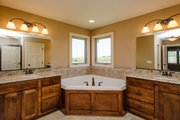 Traditional Style House Plan - 4 Beds 2.5 Baths 2326 Sq/Ft Plan #20-2054 Interior - Master Bathroom