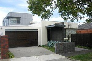 Modern Exterior - Front Elevation Plan #496-7