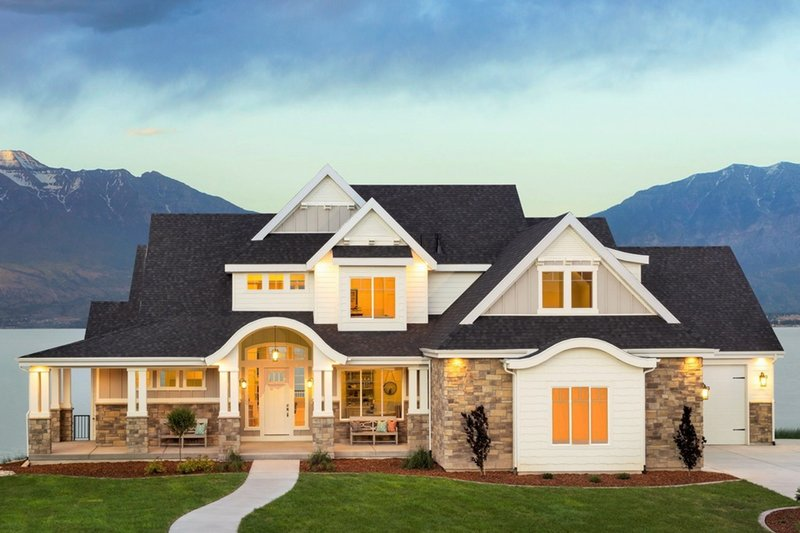 Craftsman Style House Plan - 5 Beds 3.5 Baths 3891 Sq/Ft Plan #920-29 Exterior - Front Elevation