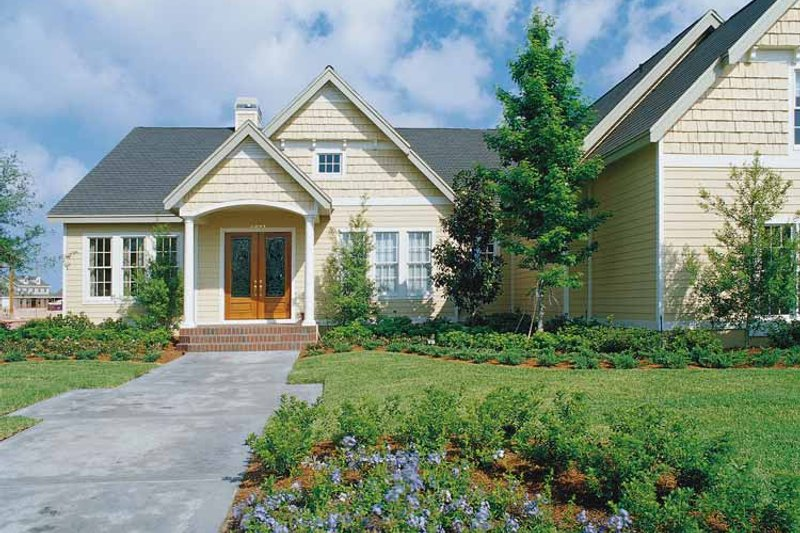 Craftsman Exterior - Front Elevation Plan #417-670 - Houseplans.com