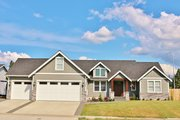 Craftsman Style House Plan - 3 Beds 2.5 Baths 2148 Sq/Ft Plan #1070-75 Exterior - Front Elevation