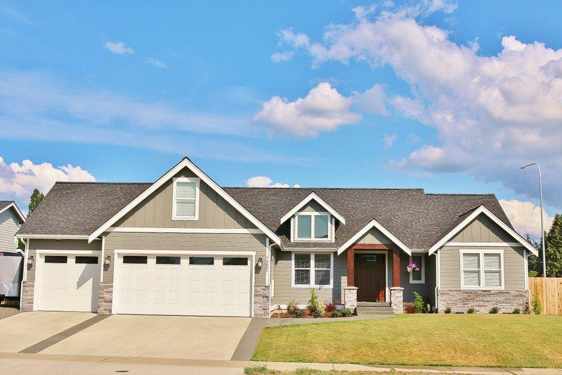 House Plan Design - Craftsman Exterior - Front Elevation Plan #1070-75